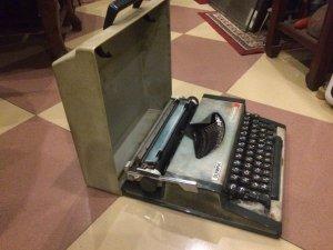 Máy đánh chữ cổ : Olimpia nguyên hộp