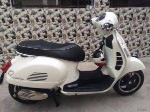 Vespa GTS super 125IE màu trắng đời 2011 nhập Ý .