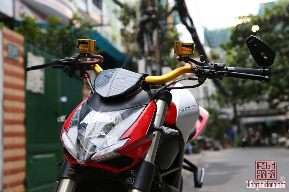 Ducati Streetfighter 1098 (5).jpg