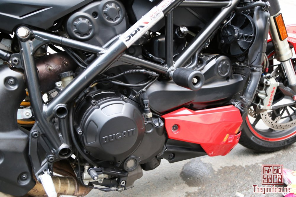Ducati Streetfighter 1098 (8).jpg