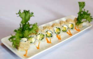 Sushi bơ và phô mai kem đắp mè