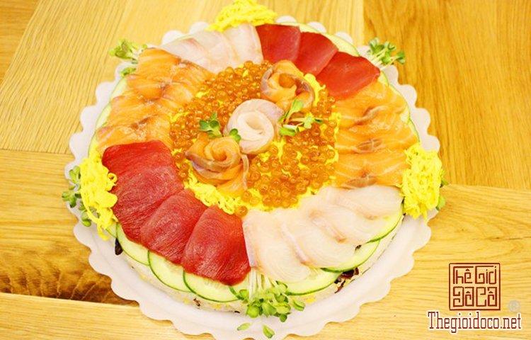 Bánh sinh nhật đặc biệt với sushi (1).jpg
