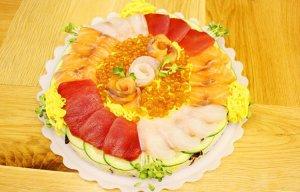Bánh sinh nhật đặc biệt với sushi