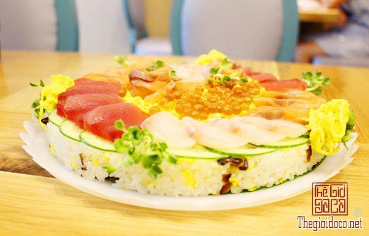 Bánh sinh nhật đặc biệt với sushi (2).jpg