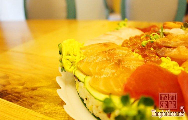 Bánh sinh nhật đặc biệt với sushi (4).jpg