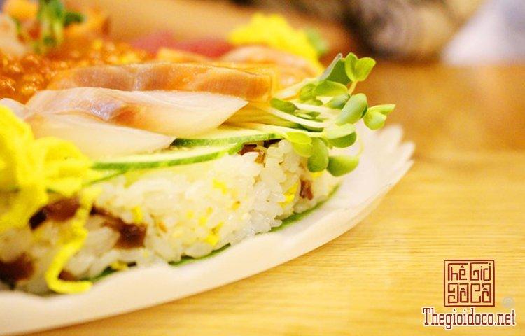 Bánh sinh nhật đặc biệt với sushi (8).jpg