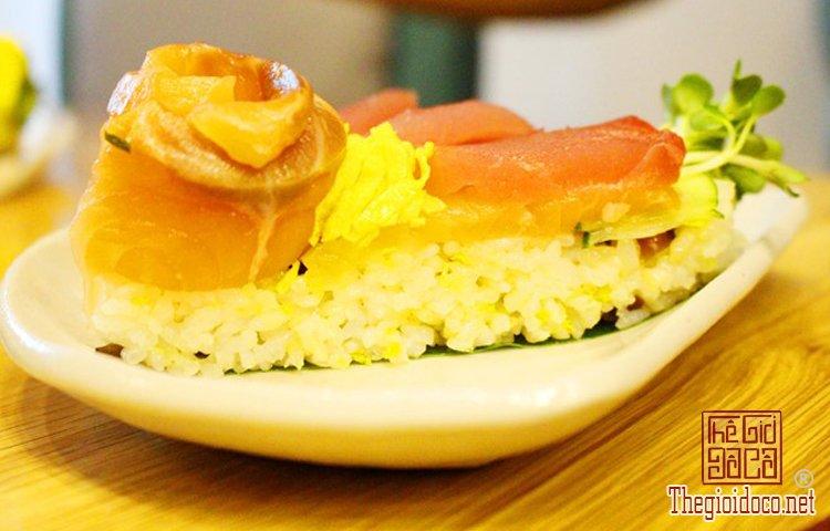 Bánh sinh nhật đặc biệt với sushi (10).jpg
