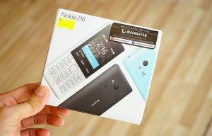 Mở hộp 'cục gạch' Nokia 216 có camera selfie vừa bán ở VN