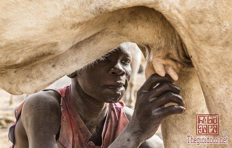 tộc Mundari ở Nam Sudan (2).jpg