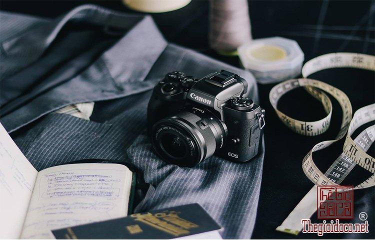 Canon EOS M5 (1).jpg