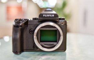 Trên tay máy ảnh Medium Format Fujifilm GFX 50S: Cảm biến 50MP không gương lật nhỏ gọn nhẹ