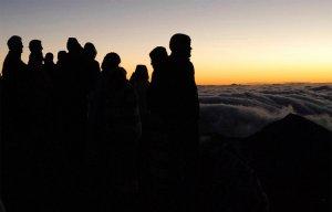 Du khách phải trả tiền để ngắm bình minh ở Vườn Quốc gia Haleakalā ở Hawaii (Mỹ)
