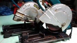 Máy cưa sắt bàn Mini có êtô & điều tốc.
