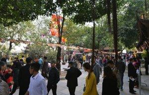 Ngày đầu năm mới Chùa Hà tấp nập khách đến cầu duyên