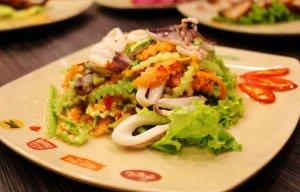 Cách làm gỏi mực kiểu Thái ngon như nhà hàng