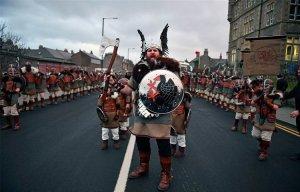 Lễ hội đốt lửa truyền thống của người Viking Up Helly Aa