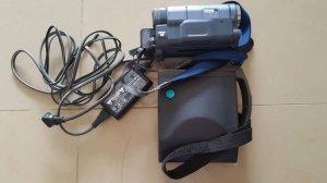 Máy quay phim băng nhỏ và máy chụp ảnh Polaroid