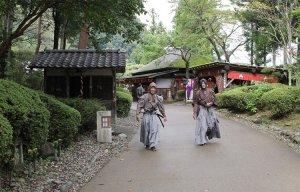 Giáp mặt huyền thoại ninja Nhật thời Edo cùng với các geisha