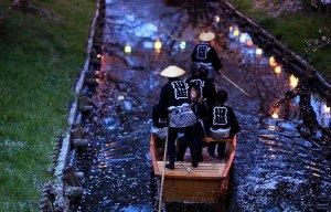 Sự hối hả của cuộc sống hiện đại xen kẽ nét trầm mặc hiện đại và cổ kính ở Nhật Bản