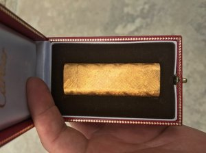 Cartier lacke vàng vân nhám mới like new