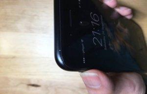 Không chỉ iPhone 7 đen bóng, người dùng báo cáo iPhone 7 đen nhám cũng dễ bị xước và bong tróc sơn