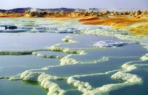 Tìm 'vàng trắng' ở nơi khắc nghiệt nhất thế giới