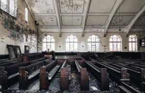 Những công trình bị bỏ hoang như phim kinh dị đầy ám ảnh ở Anh