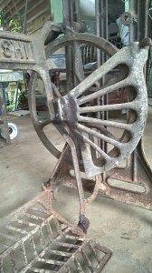 Chân máy SINCO và MITSUBISHI cổ, fix giá : 550k/cái