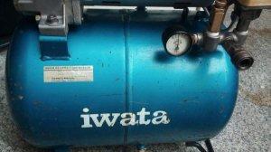 bơm hơi IWATA JAPAN 400W 100V , 30L, dầu