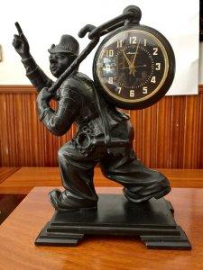 trình làng chiếc ĐH mã số 19 A :ĐH Bàn Clock - Molnija Chú Hề- Kasli Điêu khắc - Liên Xô năm 1970