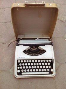 Máy đánh chữ Hếm nguyên hộp : xuất sứ Brazil
