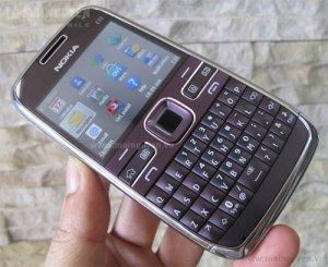 Nokia-E72-Violet-Unbox_3.jpg