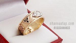 Hàng độc : Nhẫn Mỹ Masonic xưa vàng men màu, kim cương 4ly trắng tinh cực đẹp!