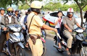 Những lỗi vi phạm bị tạm giữ bằng lái xe mô tô – Tịch thu bằng lái xe