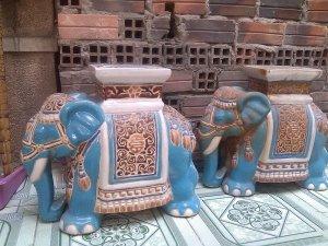 Đôn voi xưa men xanh ngọc