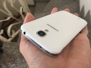 Samsung Galaxy S4 màu trắng - Chip 8 nhân, ram 2G, 16G, camera 13mp