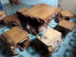 Bộ bàn dổi lũa