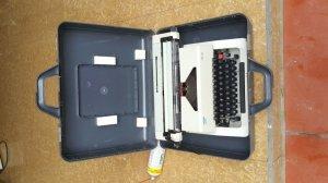 Máy đánh chữ ( OPTIMA )