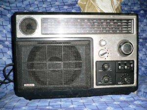Đài chuyên dùng làm thiết bị đầu cuối để thu, nghe tin tức Radiola 90AL970, Pháp