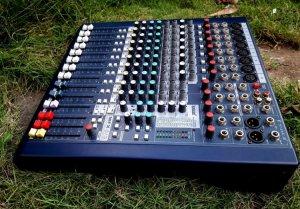 Mixer soundcraft mfx8/2