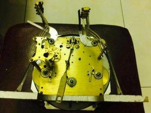 Đồng hồ cơ vedet, máy 42, gông lòng máng của pháp
