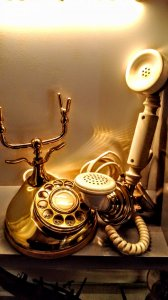 Ba điện thoại rất cổ. Còn sử dụng được.