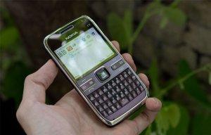 Hướng dẫn phân biệt điện thoại Nokia E72 nhái và Nokia E72 thật