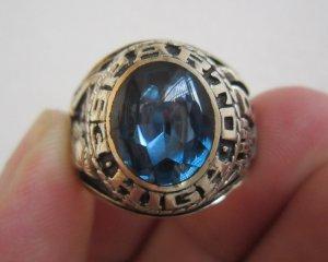 Nhẫn mỹ vàng bá cấm hột aquamarine nhạt rất độc đáo với họa tiết chiến binh mặt nạ sắt