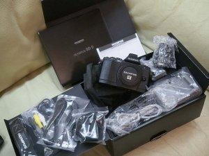 Cần bán olympus E-M5 elite black edition kèm len Leica 25f1.4 fullbox.