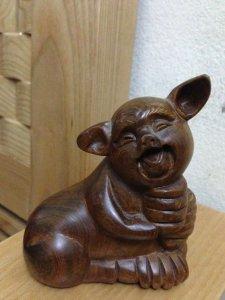 Tượng lợn gỗ gụ cao 10cm, rộng 8 cm sâu 5cm, giá 200k