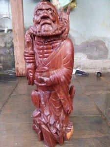 Tượng gỗ cẩm chỉ tây nguyên vân đẹp (cao 76cm)