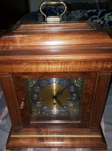 HOWARD MILLER Triple Chime Mantle Clock W Key 1050