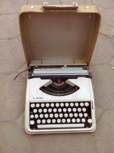Máy đánh chữ HerMes