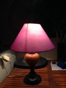 Đèn ngủ thân gỗ tự nhiên, chao tím